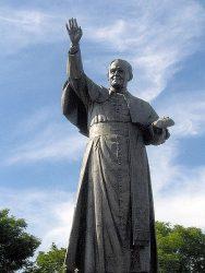 Памятник Иоанну Павелу II в монастыре Ясная Гора (г.Ченстохова, Польша)
