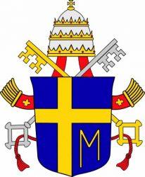 Герб Иоанна Павла II. Буква «М» означает Мария, Богородица, которую он особенно почитал.
