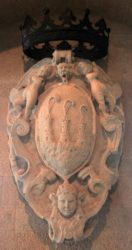 Герб Сан-Марино (песчаник, XVII в.)