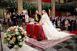 Наследный Великий герцог Люксембурга Гийом и бельгийская графиня Стефани де Ланнуа во время церемонии их венчания в соборе Люксембургской Богоматери (20 октября 2012)