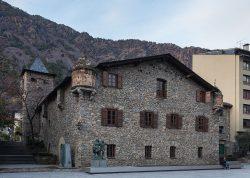Здание Каса-де-ла-Валь