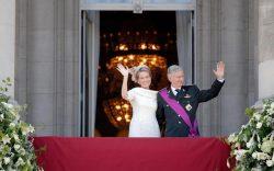 Новые король и королева Бельгии приветствуют свой народ после церемонии инаугурации