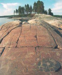 Петроглифы на острове Большой Гурий (фото: Игорь Георгиевский)