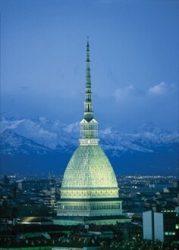 Моле Антонеллиана на фоне Альпийских гор