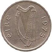 Арфа изображается на ирландских монетах начиная со средневековых и до современных ирландских монет евро