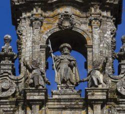 Скульптура св. Иакова с верхней башни одноименного собора Сантьяго-де-Компостела