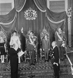 Наследный Великий герцог Жан даёт клятву на верность своему народу в присутствии семьи, 12 ноября 1964 года…