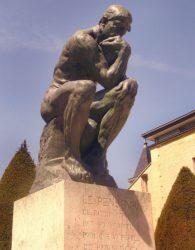 Скульптура «Мыслитель» (фр. Le Penseur)