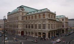 Венская опера (архитекторы А.Сикард фон Сикардсбург и Эдуард ван дер Нюлль; 1861—1869). Крупнейший оперный театр в Австрии, центр музыкальной культуры.