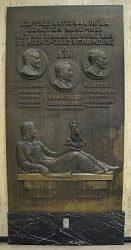 Мемориальная доска на станции Брюссель-Центральный в честь открытия ж.д.ветки