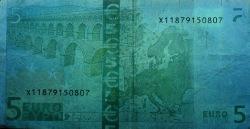 5 евро, обратная сторона в ультрафиолетом свете