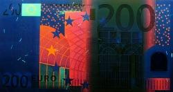 200 евро, лицевая сторона в ультрафиолетом свете