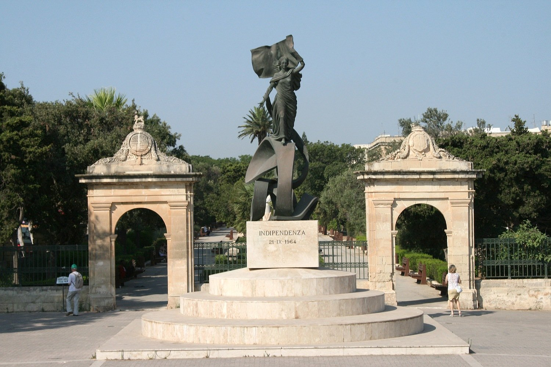 Монумент Independence Malta в городе г.Флориана.