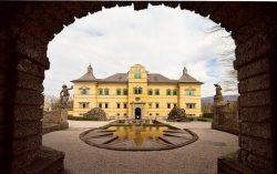 Фасад замка Hellbrunn