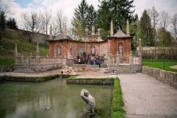 Замок Hellbrunn. Римский театр с фонтанами.