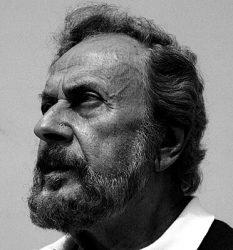 Яннис Рицос (фото 1984 г.)